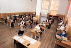 Elevii din școlile speciale și cei din clasele speciale merg la școală indiferent de scenariu